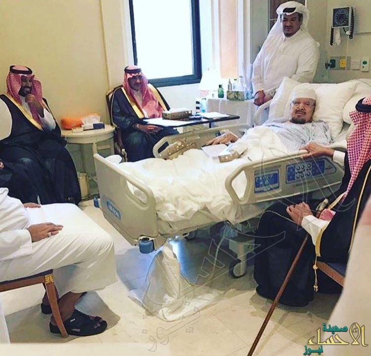 خادم الحرمين يطمئن على صحة الأمير عبدالرحمن بن عبدالعزيز