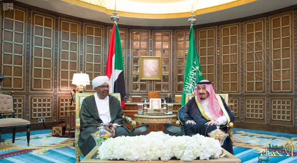 بالصور.. خادم الحرمين يعقد مباحثات رسمية مع رئيس السودان