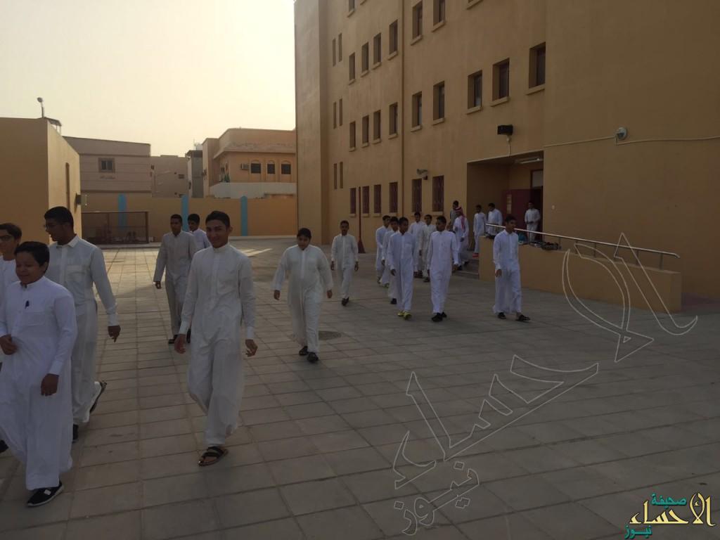 ثانوية الرياض بالهفوف تنفذ برنامج المشي لطلابها