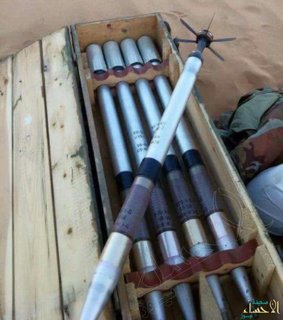 بالصور.. ضبط كميات كبيرة من الصواريخ الحديثة خلّفها الحوثيون بعد دحرهم بالقرب من الحدود السعودية