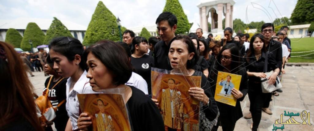 تايلاند تعلن الحداد على الملك الراحل بلبس الأسود لمدة عام كامل !