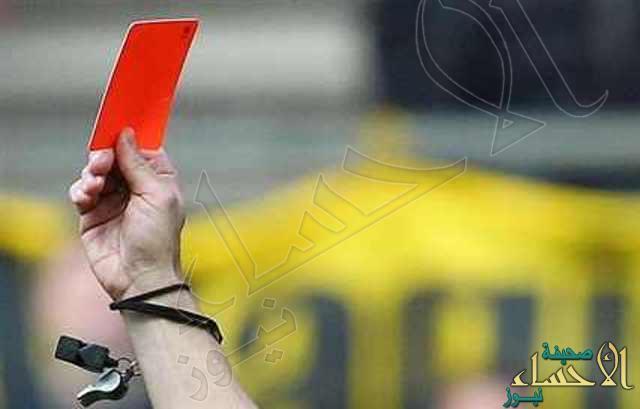 """على طريقة """"رنوووه"""" لاعب يعتدي على الحكم في مباراة رسمية في #الأحساء"""