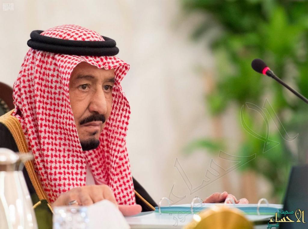 بالصور.. خادم الحرمين يرأس لأول مرة جلسة مجلس الوزراء في قصر العزيزية بالخبر