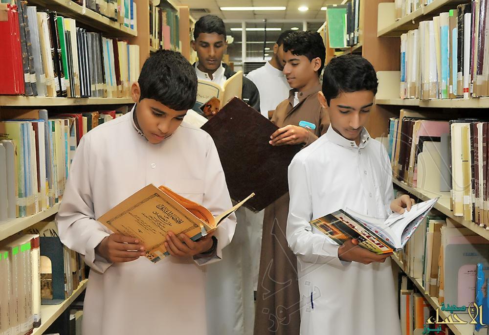 احتفاء باللغة العربية.. طلاب العرامية في زيارة للمكتبة العامة