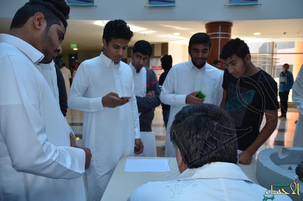 """بالصور.. نقاء الأحساء تقدم توعيتها لطلاب السنة التحضيرية بجامعة """"الفيصل"""""""