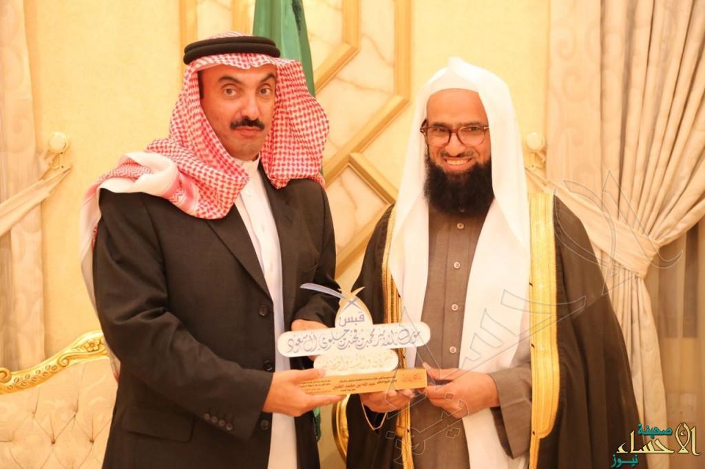 """بالصور..سمو الأمير عبدالعزيز بن جلوي يحتفي بالشيخ """"عبدالله آل خنين"""""""