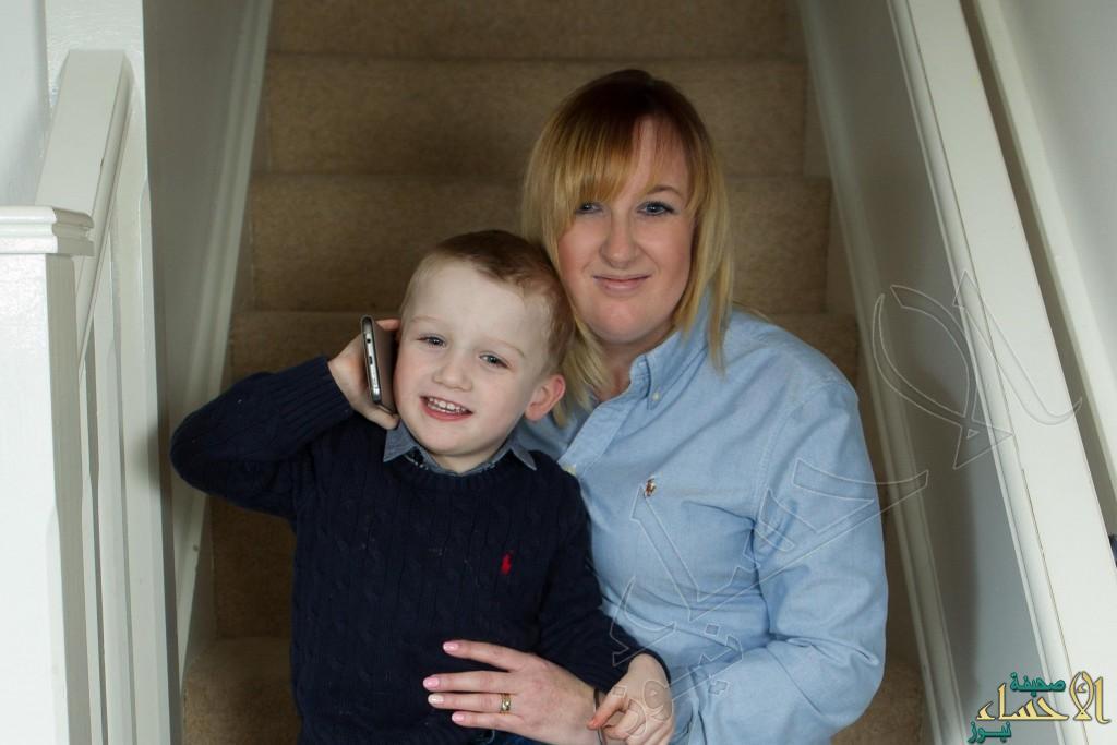 كيف أنقذ طفل في الرابعة والدته بعد أن فقدت الوعي؟!