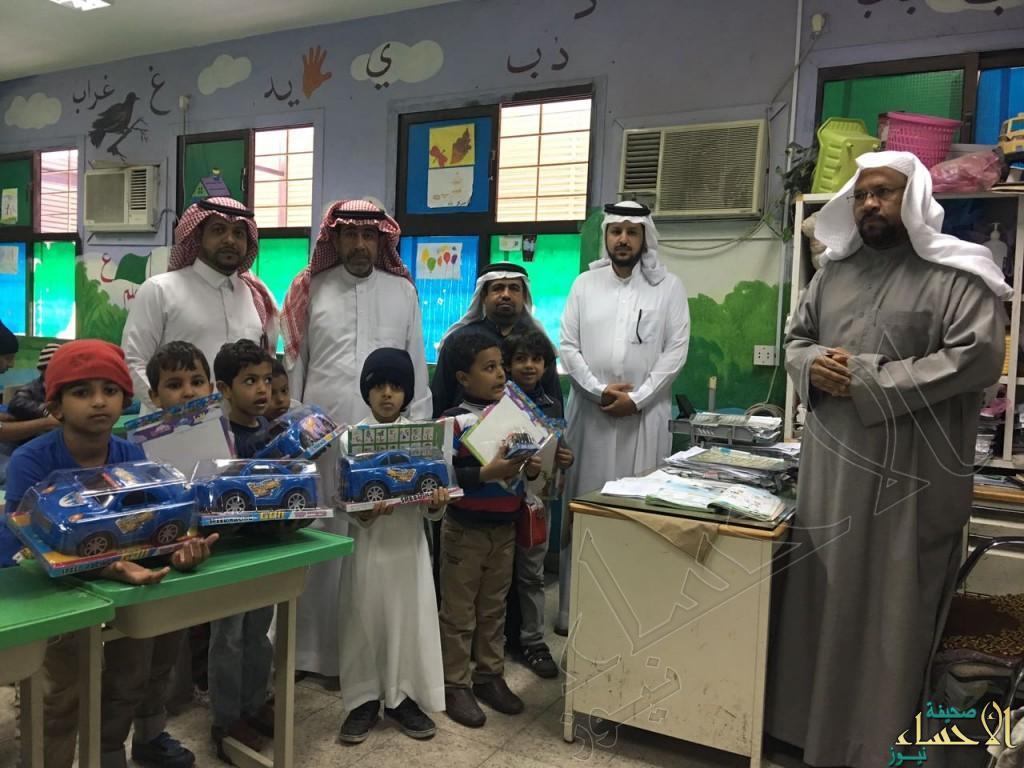 """ابتدائية """"الحسن بن علي"""" تبتهج بطلابها المتفوقين"""