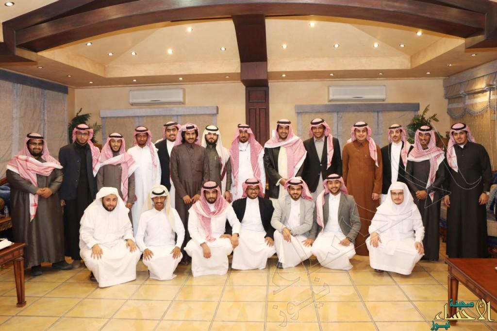 """بالصور… سمو الأمير """"سعود بن عبدالعزيز"""" يحتفي بزملائه الخريجين"""
