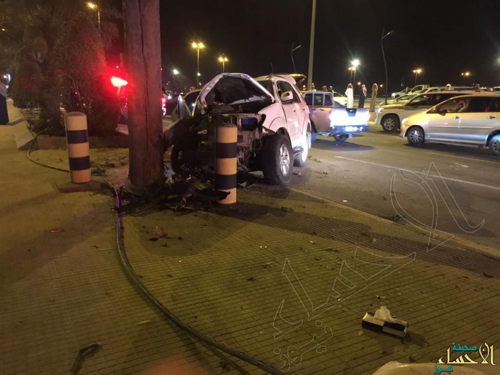 بالصور.. تصادم ثلاث سيارات يُصيب 5 على طريق الملك عبدالله بالأحساء