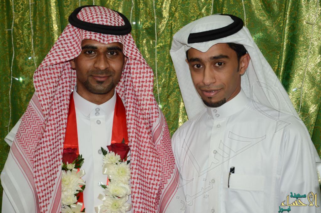 العريس مع أحد أصدقاءه4