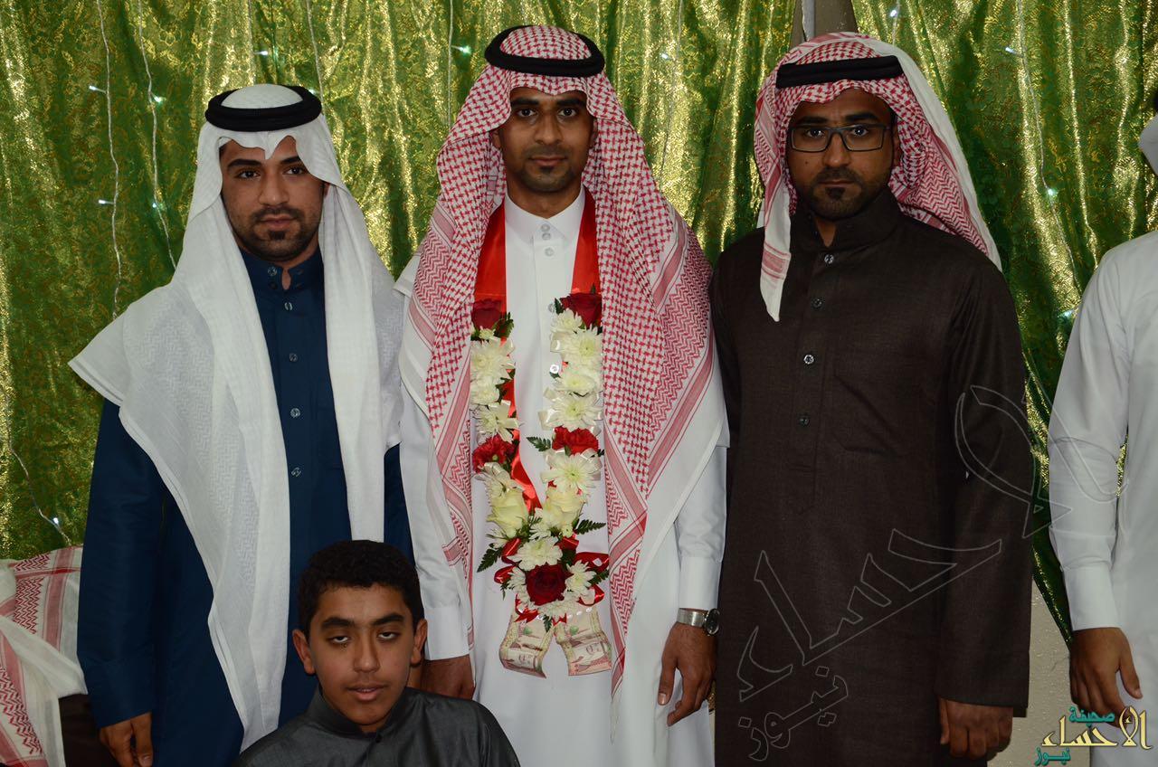 العريس يتوسط إخوانه1