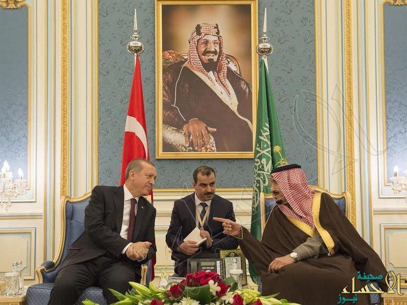 بالصور… خادم الحرمين يستقبل أردوغان بقصر اليمامة