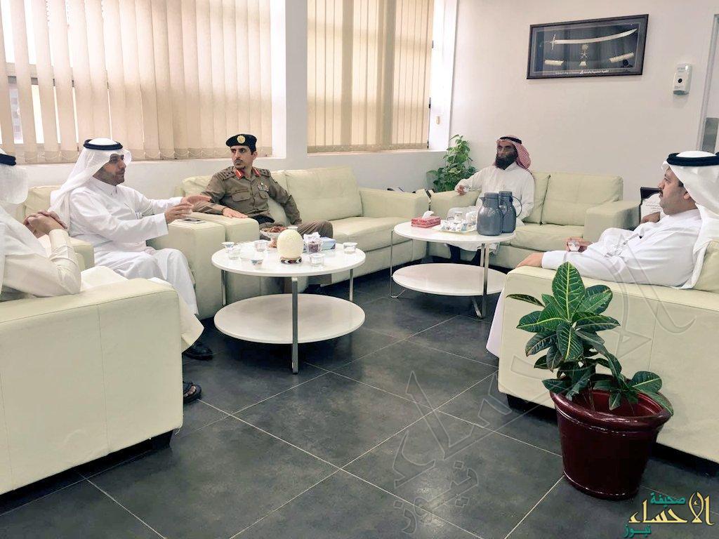 مساعد مدير المرور يجتمع مع عميد الكلية ورؤساء الاقسام