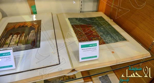 بالصور كتاب بمعرض الرياض.. سعره 300 ألف ريال والكاميرات لا تفارقه وهذه قصته