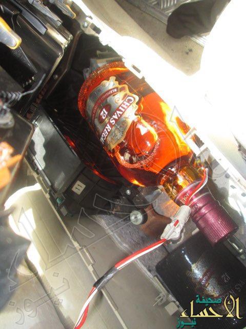 بالصور.. إحباط تهريب 49 زجاجة خمر وأكثر من 2 كيلوجرام من الذهب بجسر الملك فهد