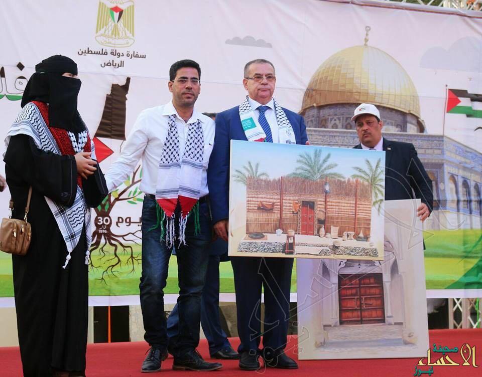"""بوابة """"المدرسة الأميرية"""" بالهفوف تُمثل الأحساء بسفارة """"فلسطين"""""""