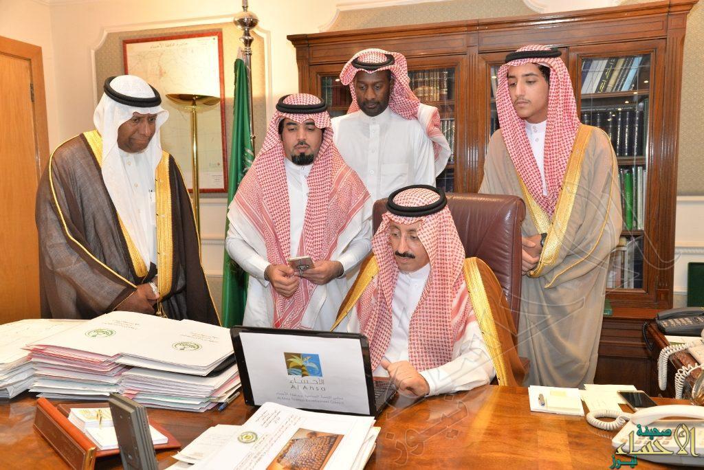 """بالصور.. سمو الأمير """"بدر بن جلوي"""" يدشن بوابة الأحساء السياحية"""