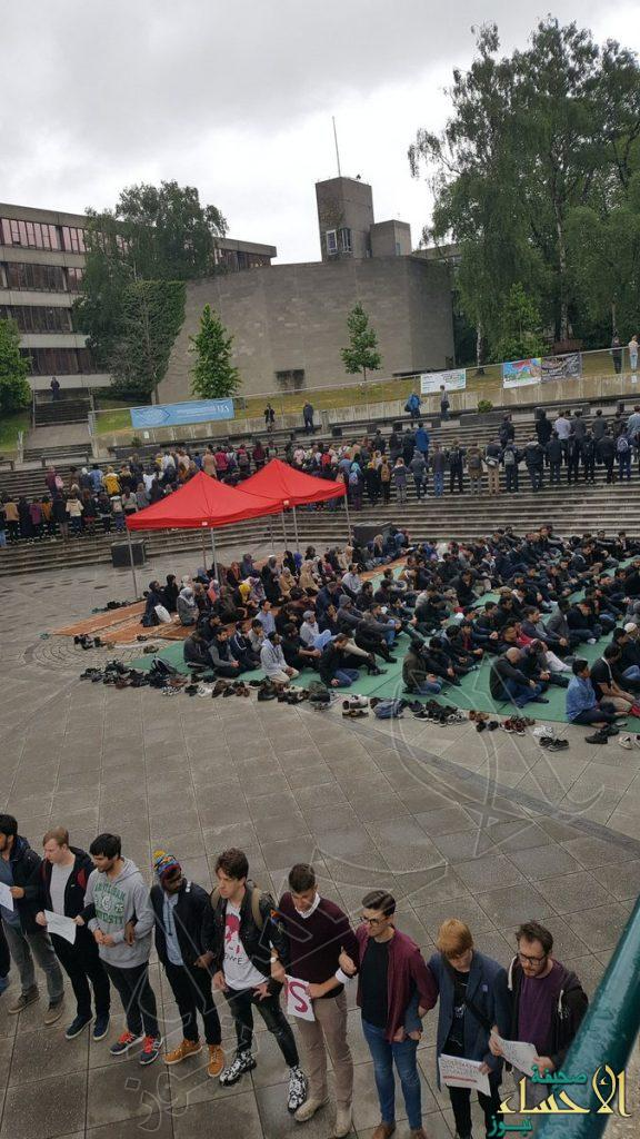 """600 طالب محرومون من الصلاة.. جامعةٌ بريطانية تزيل """"مُصلى"""" للمسلمين قبيل شهر رمضان"""