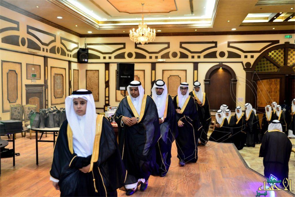 """في 100 صورة .. متوسطة """"الإمام نافع"""" تحتفي بـ 92 حافظ للقرآن الكريم"""