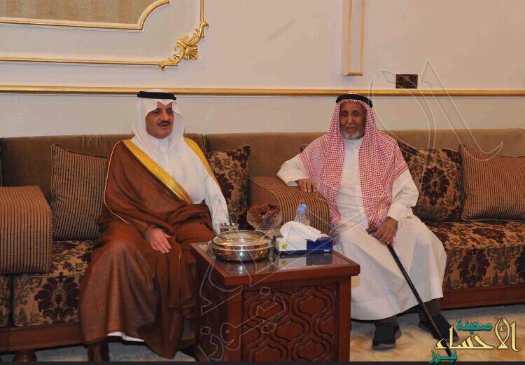 """بالصور… سمو أمير المنطقة الشرقية في زيارة للشيخ """"طالب بن شريم"""" في منزله"""
