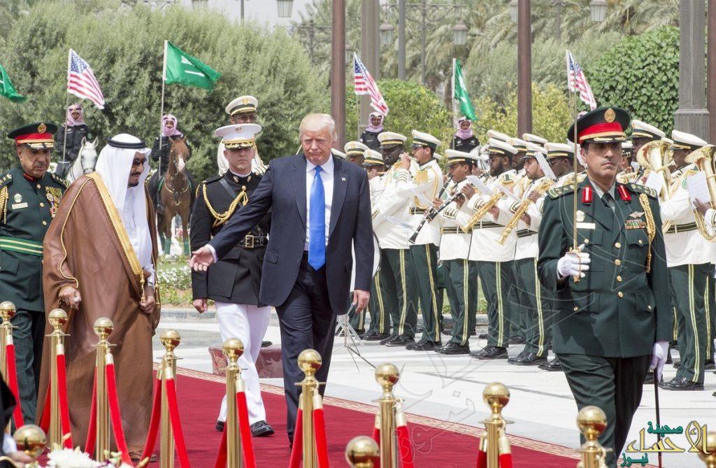 ترامب يصل إلى الديوان الملكي تمهيداً لانطلاق القمة السعودية – الأمريكية