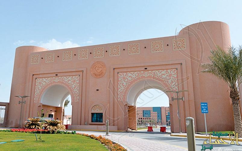 """بالصورة.. مكافآت طلاب """"جامعة الملك فيصل"""" لن تنزل  في حساباتهم حتى إشعار آخر !!"""