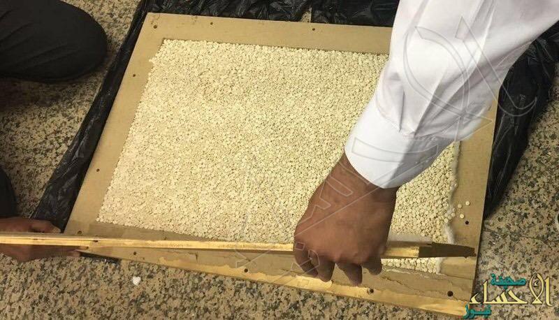 بالصور…جمرك مطار الأحساء يحبط تهريب 110 آلاف حبة كبتاجون 