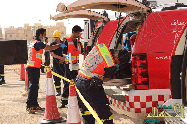 """في #الأحساء حادث الحافلة والشاحنة يستنفر الجهات المعنية والإصابات """"25"""""""