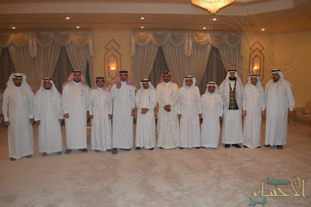 بالصور .. أعضاء مجلس أدبي الأحساء في ضيافة الأمير عبد العزيز بن جلوي