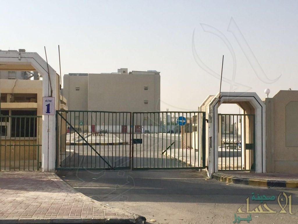 """بالصور و رسميًا .. """"مستشفى الملك فهد"""" بالهفوف بلا مواقف للسيارات والسبب !!!"""