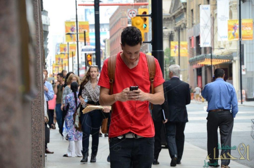 ضريبة على الكتابة في الهاتف أثناء المشي… بأمريكا