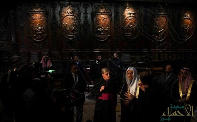 """أمين عام رابطة العالم الإسلامي يزور """"كاتدرائية نوتردام"""" في باريس"""