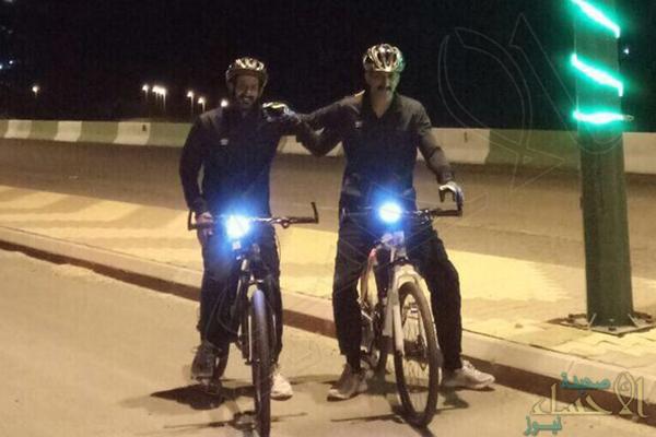 شقيقان يقطعان 1000 كيلومتر على دراجتيهما لدعم جنود الوطن