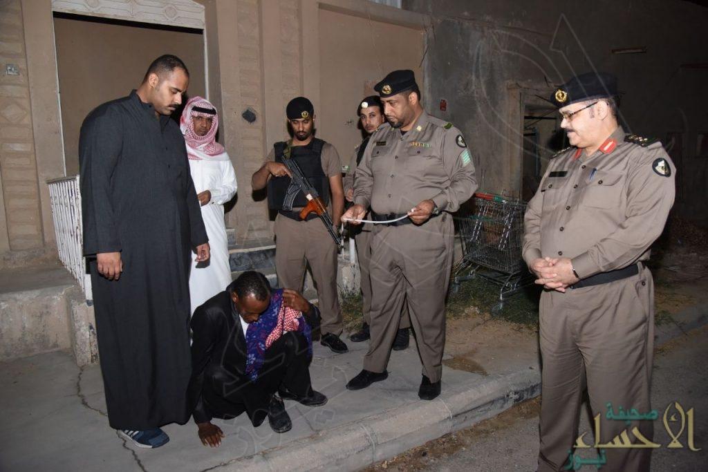 في 22 صورة.. #وطن_بلا_مخالف تداهم حيين في #الاحساء وتُلقي القبض على 49 شخصاً!!