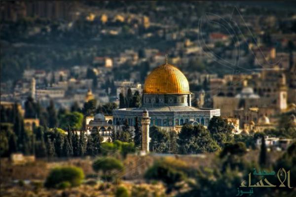 عشرات المستوطنين والجنود الصهاينة يقتحمون المسجد الأقصى