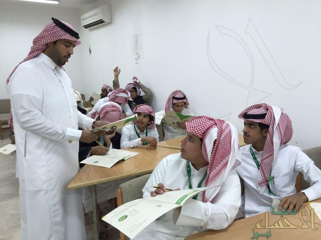 """بالصور .. على مدار اسبوع """"العتيبي"""" يقدم برنامج """"مهن"""" لطلاب ثانوية الحرمين"""