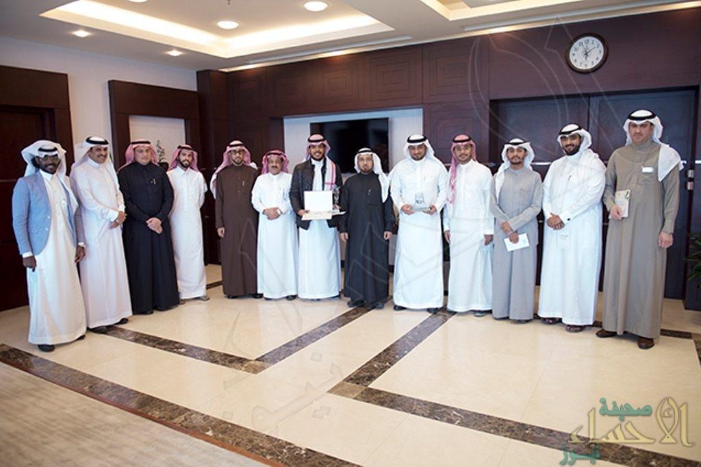"""""""العوهلي"""" يكرم أبناءه الطلاب الحائزين على جوائز المهرجان المسرحي للجامعات السعودية"""