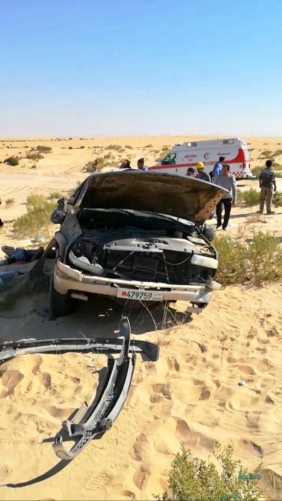 """بالصور في الأحساء… انقلاب """"التاهو"""" يودي بحياة ٣ بحرينيين ويُصيب ٢"""
