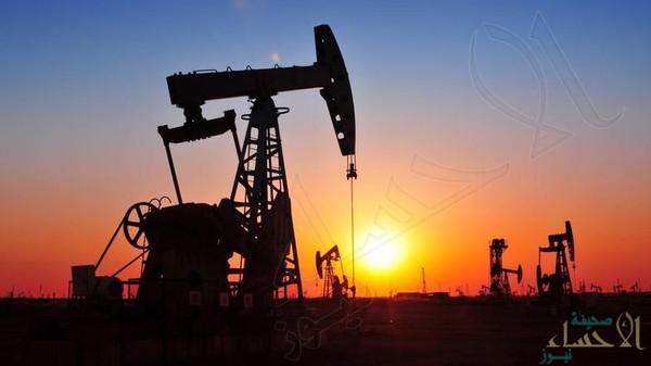 النفط يتراجع بسبب مخاوف من تنامي المعروض