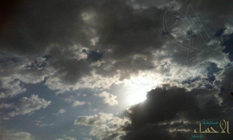 طقس الخميس.. سماء غائمة وسحب ممطرة بهذه المواقع