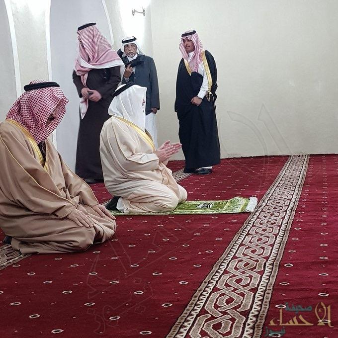 """بالصور… سمو """"أمير الشرقية"""" يزور """"مسجد جواثا"""" بعد انتهاء ترميمه"""