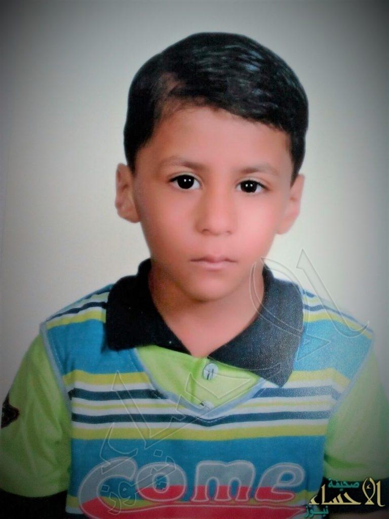 """في الأحساء.. والد الطفل """"رضا"""" يستنجد بـ""""الربيعة"""": ابني يعيش في جحيم يا سعادة الوزير !!"""