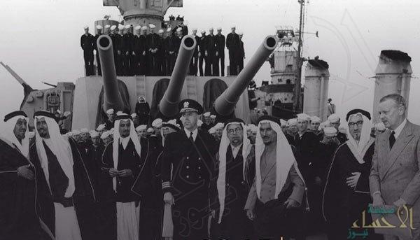 صورة نادرة للقاء تاريخي بين الملك عبدالعزيز والرئيس الأمريكي روزفلت