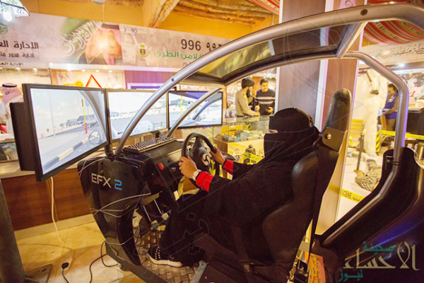 """بالصور.. """"جناح المرور"""" بالجنادرية يمنح المرأة فرصة لتعلم القيادة"""