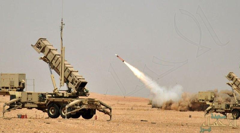 """قوات الدفاع الجوي تعترض وتدمّر صاروخاً باليستيّاً أُطلق باتجاه """"خميس مشيط"""""""