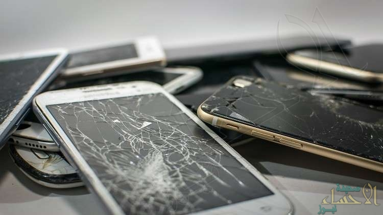 """تعرّف على أول هاتف في العالم بشاشة """"ألماس"""" مضادة للكسر"""