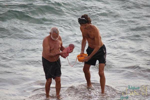 بالصور.. سائحة تلد طفلها أثناء السباحة في جنوب سيناء