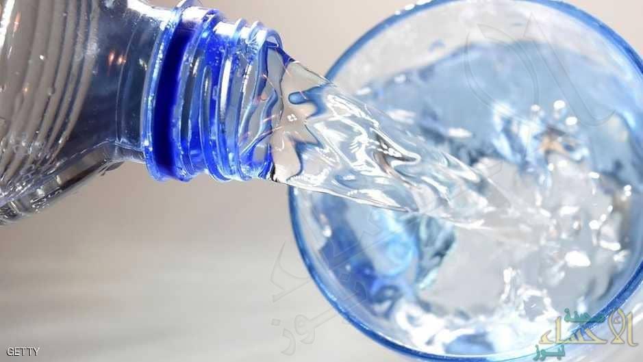 شرب الماء أثناء الأكل وبعده.. يفيد أم يضر؟َ!