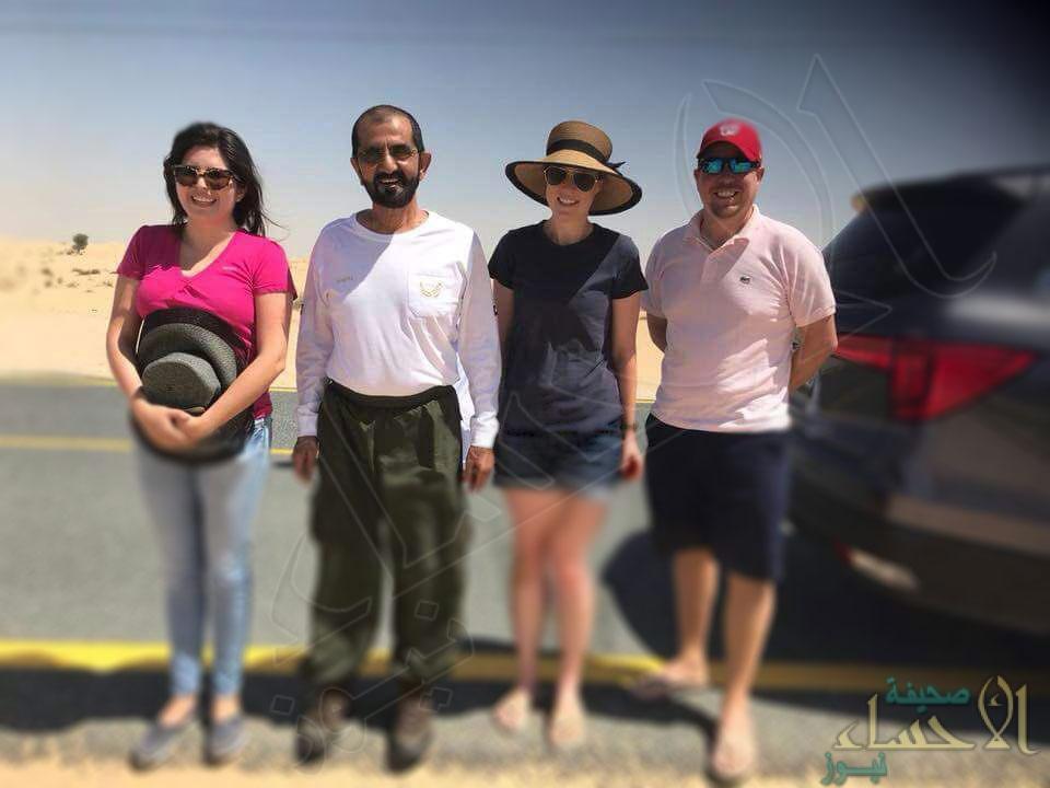شاهد.. ماذا فعل محمد بن راشد مع أسرة علقت سيارتها بالرمال !!